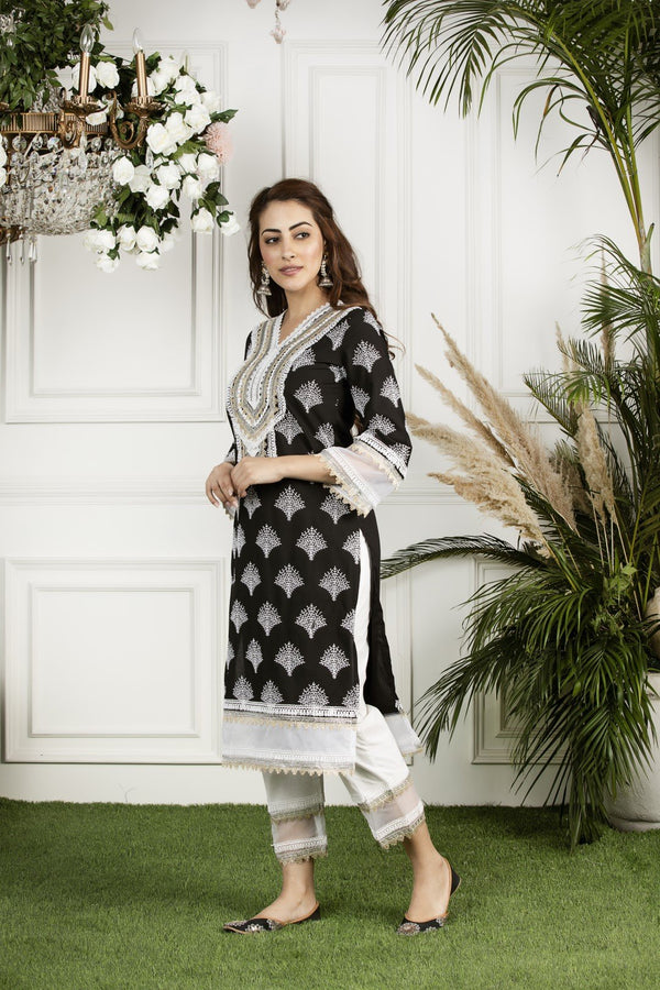 https://cdn.shopify.com/s/files/1/0088/4031/4931/files/Maple_Kurta-_Black.mov?2840
