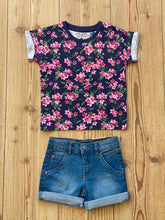 Laden Sie das Bild in den Galerie-Viewer, Kids/Girls-T-Shirt Blumenprint
