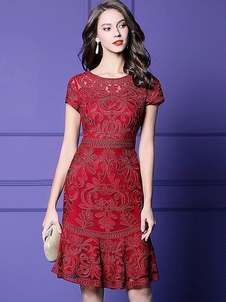 Fashion Embroidery O-Neck Short Sleeve Midi Dress