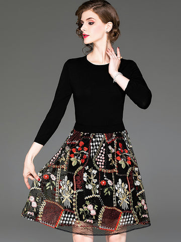 Elegant O-Neck Floral Mesh Embroidery Sweater Dress