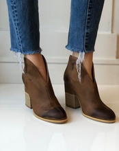 905 Hi Cleavage Bootie - Taupe