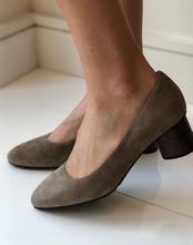 Poncia Low Heel - Gray Suede