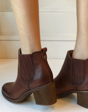 Sadova Chelsea Boot - Whiskey Leather