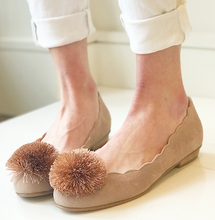 Make Up Suede Poof Flat