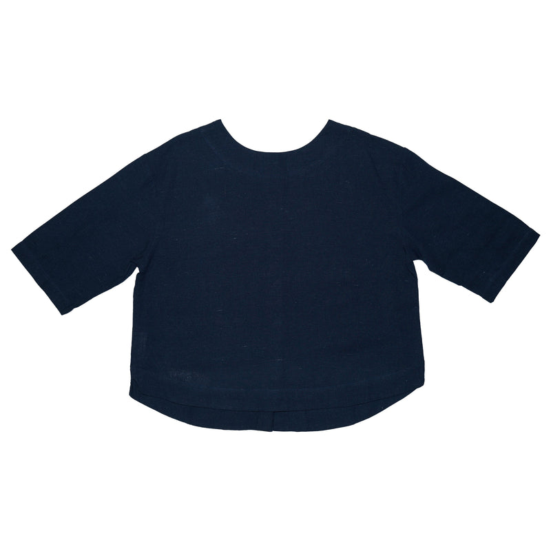 Somebody's Story brand Leonie Top in navy blue linen. Round, high neck with 3/4 length sleeves and curved hem