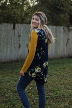Load image into Gallery viewer, Flower power raglan top