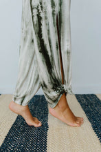 Load image into Gallery viewer, Beach Streak Pants In Olive