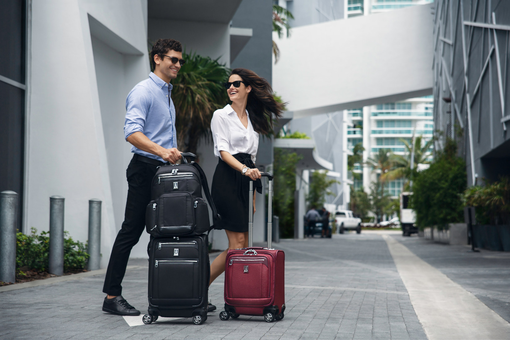 THE BENEFITS OF SOFTSIDE LUGGAGE VS HARDSIDE LUGGAGE