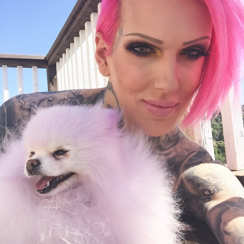 Jeffree Star with his Pomeranian Diamond