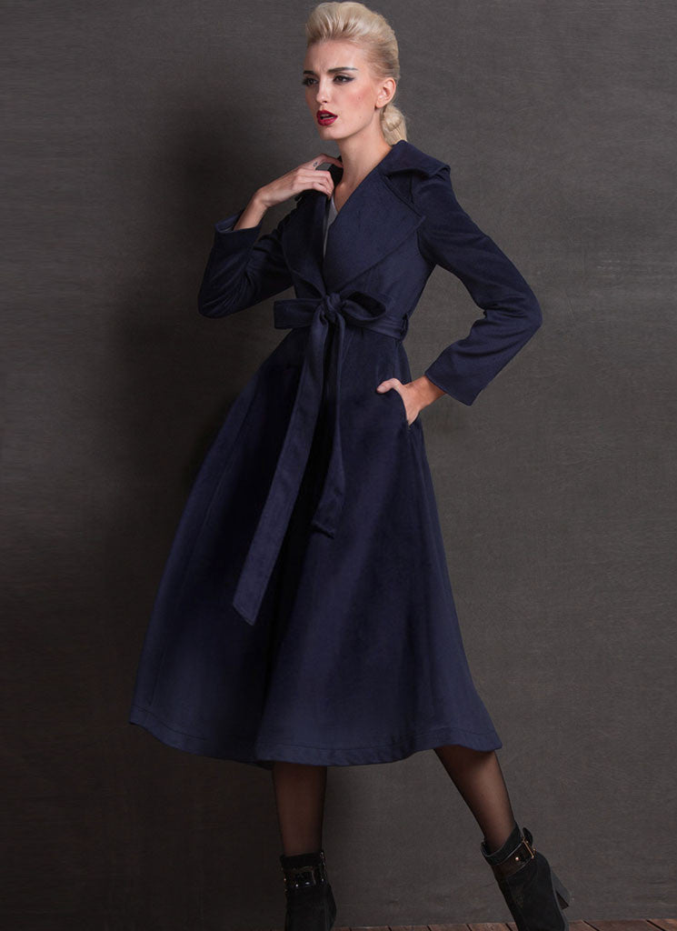 Belted Navy Cashmere Wool Coat with Large Lapel and Collar