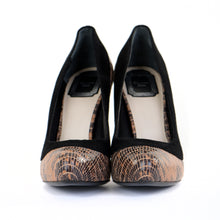 Load image into Gallery viewer, Python Suede Court Shoes 39
