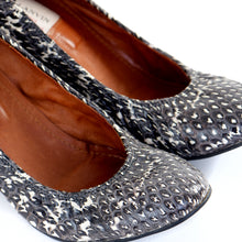 Load image into Gallery viewer, Grey Python Scrunch Wedges EU39