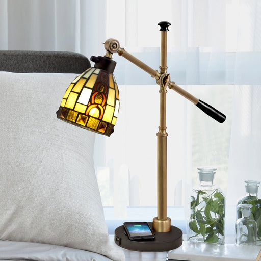 Baroque Tiffany Accent Lamp With Wirelss and USB Charger