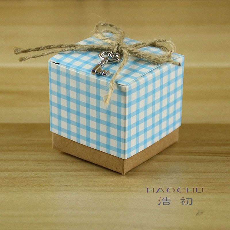 50PCS Red and White Cube Plaid Paper Box with Key burlap Bow