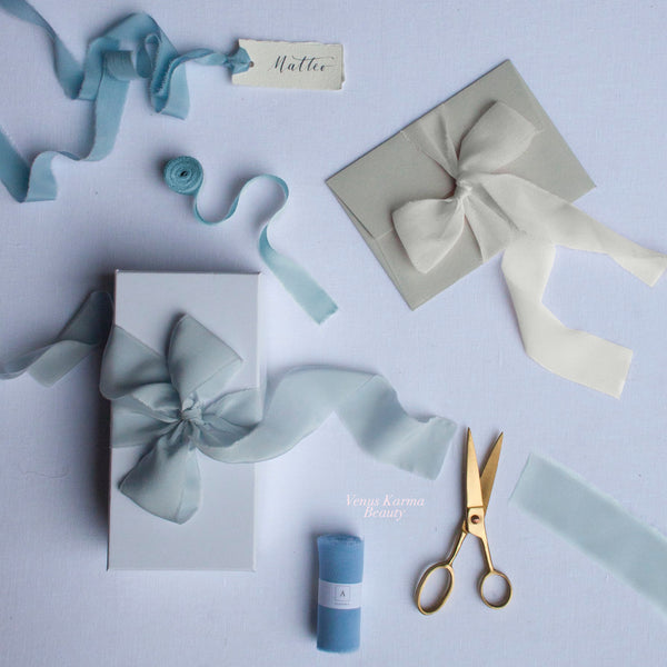 "BOX ""IT'S A BOY"" SILK RIBBONS"