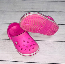 Load image into Gallery viewer, Crocs Clogs-size 8