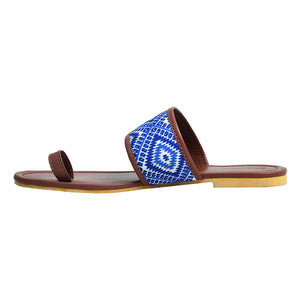 Brown blue toe