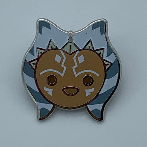 AHSOKA TANO STAR WARS CELEBRATiON 2016 EXCLUSiVE ENAMEL PiN