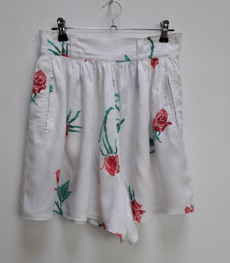 White Floral High-Waisted Shorts - S