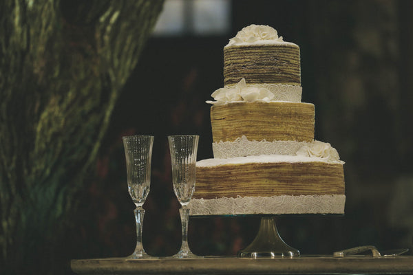 wedding cake with two champagne glasses at wedding venue