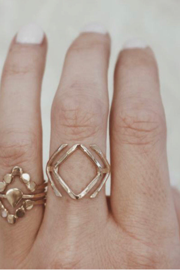 Double V Ring - Kariella