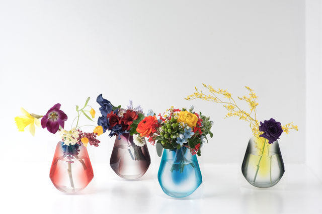 Hope Blossoming Forever: flat-pack flower vase