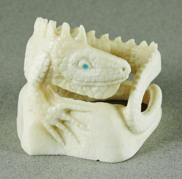 THIS_IGUANA_WAS_CARVED_FROM_COW_BONE_A_MEDIA_SELDOM_USED_BY_ZUNI_CARVERS