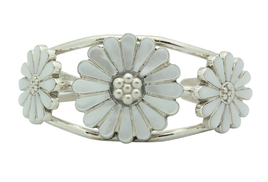 JJ Beyuka, Bracelet, Flower Blossom, Mother of Pearl Shell, Zuni Handmade, 6.25