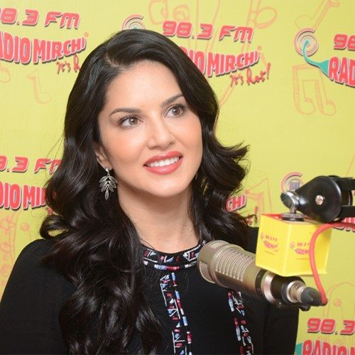 Sunny leone hairstyle look