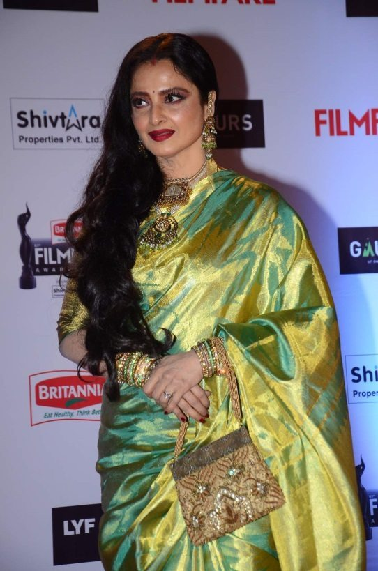 5 Gorgeous Hairstyles To Try With A Saree 3