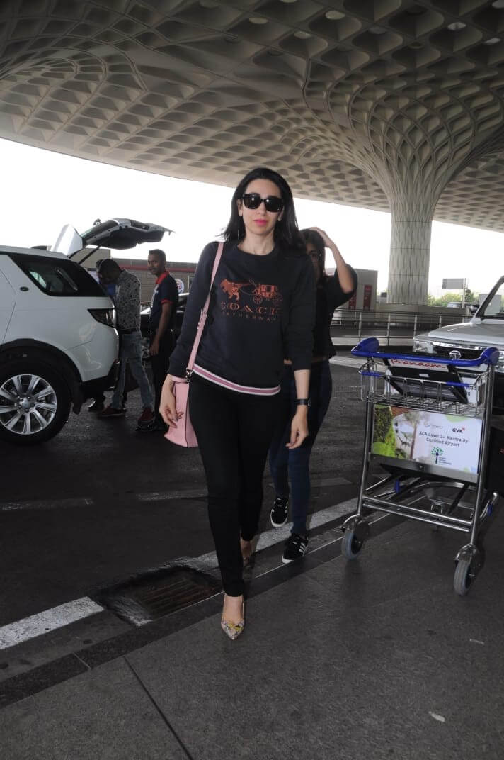 Twinkle Khanna's Airport Hairstyle