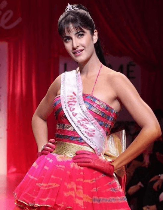 katrina kaif ponytail hairstyle with fringes for a barbie look
