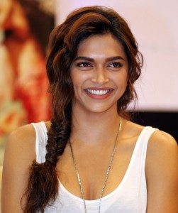 Deepika Padukone hairstyle in Cocktail - Fishtail Braid