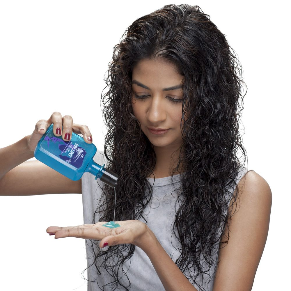 Step 2 Apply a small amount of BBLUNT's Gel Oh! and generously scrunch it into the ends to give it good weightage, without tying your hair down, and added definition.