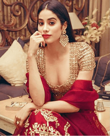janhvi Kapoor straight hairstyle for a wedding