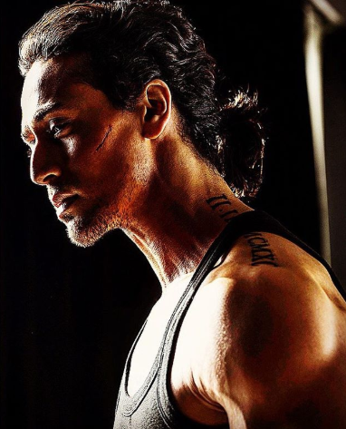 tiger shroff ponytail hairstyle while working out