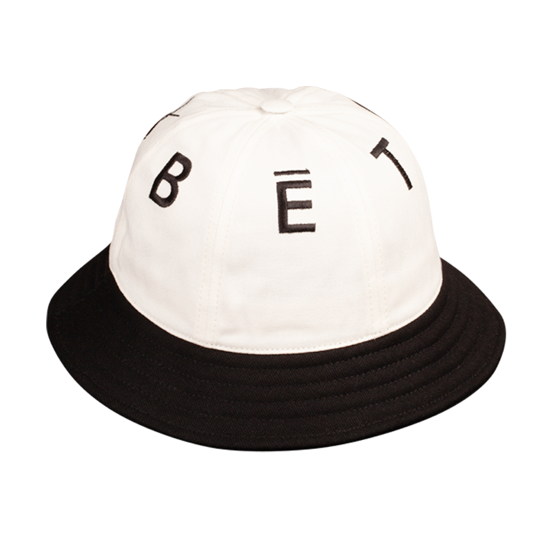 BUCKET HAT BLACK & WHITE 6 PANELS & LETTERS