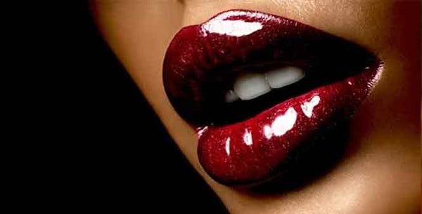 THE POWERFUL HISTORY OF LIPSTICKS