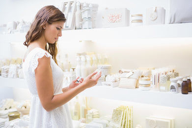 woman shopping for beauty products with collagen