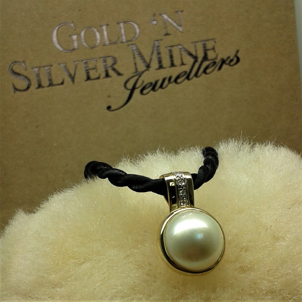9ct Mabe Pearl & Diamond Pendant with Satin Necklet - gsmshop.com.au