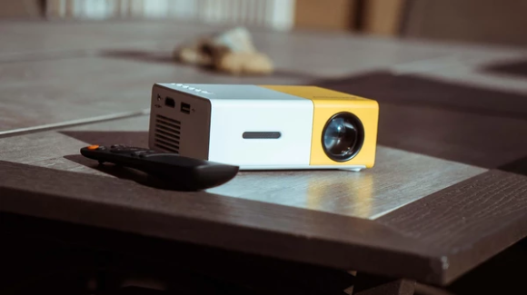 MODERN MOVIE PORTABLE PROJECTOR