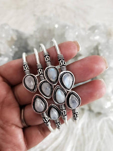 Moon goddess - Moonstone silver bangle