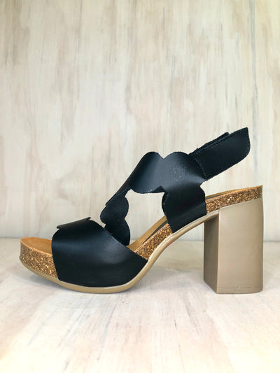 Yokono Black Circle Sandal