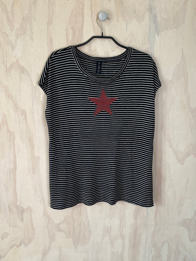Pluto Alice T - Black White Linen RED STAR