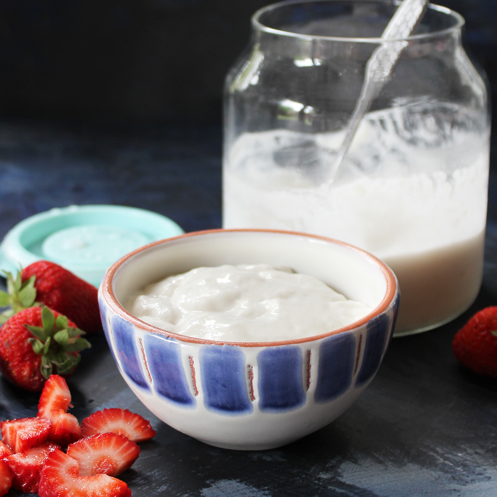 Coconut yoghurt thickened with tapioca