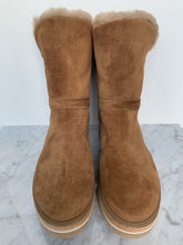 Load image into Gallery viewer, Tan nubuck leather biker style boot with fur lining and chunky sole. By Alpe
