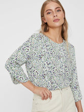 Load image into Gallery viewer, Vero Moda Floral Print Top
