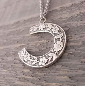 Horse Shoe Necklace - Gwen Delicious Jewelry Designs