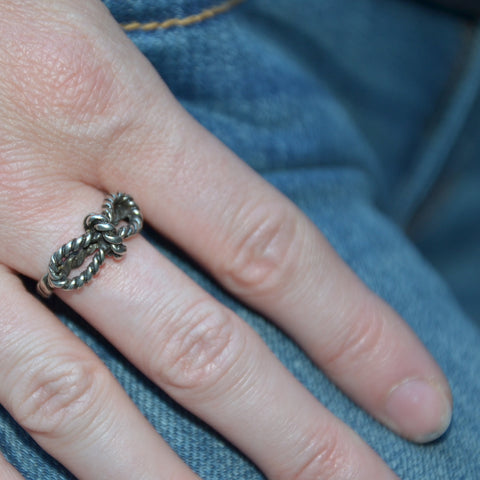 Tiny Bow Rope Ring