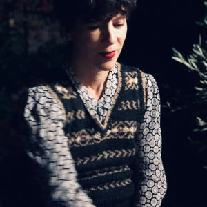 Fair Isle fitted vest (charcoal/camel)